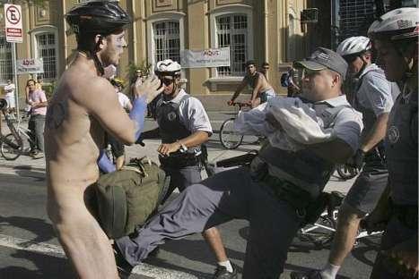 Chute no saco de ciclista (Foto de André Penner / Associated Press)
