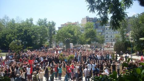 Taksim_Gezi_Park_protests,_Protests_at_Gezi_Park_on_3rd_June_2013
