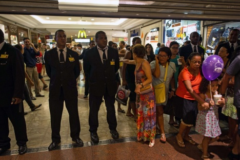 jovens-no-plaza-shopping-intitulado-de-rolezinho-em-niteroi