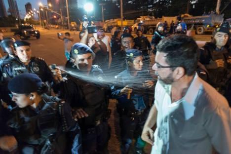 joao alfredo recebe spray